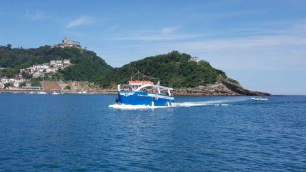TOUR AROUND THE BAY IN A GLASS-BOTTOM BOAT